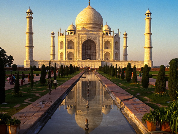 taj-mahal-india-agra-reflection_93080_600x450